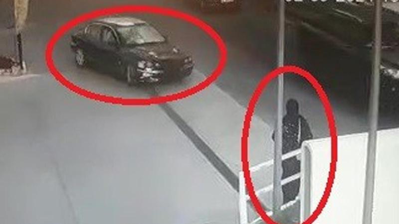 Polisten kaçarken servis bekleyen kadını yaraladılar