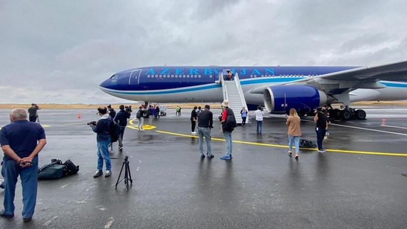 Karabağ uçağı Fuzuli'ye indi!