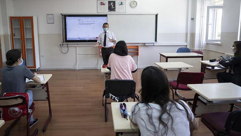 Kovid-19 hastası ve temaslı öğrencilere mazeret izni