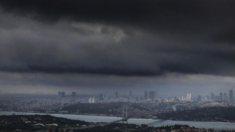 """İstanbul'a """"çok kuvvetli yağış"""" uyarısı"""