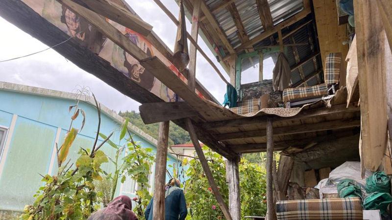 Cenaze evinde balkon çöktü: 13 yaralı