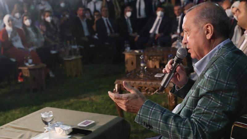 """Cumhurbaşkanı Erdoğan """"Gençlerle Şiir Gecesi""""ne katıldı"""