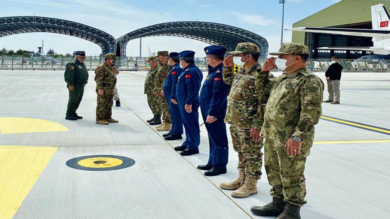 Azerbaycan Savunma Bakanı Türkiye'de temaslarda bulunacak