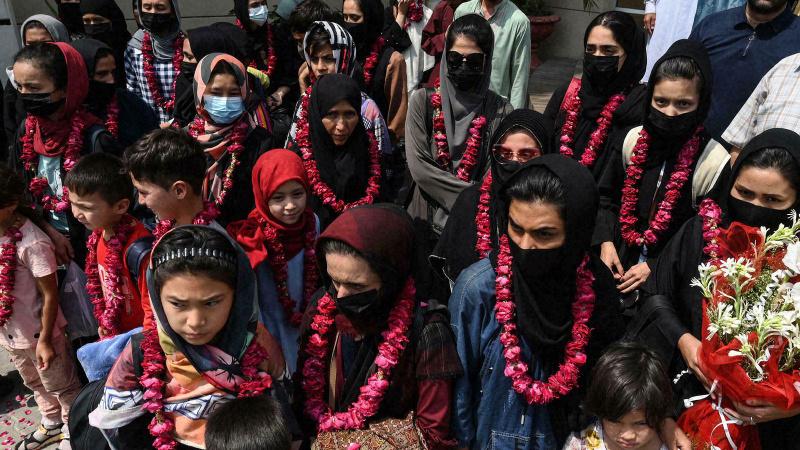 Afgan kadın futbol takımı Pakistan'a kaçtı