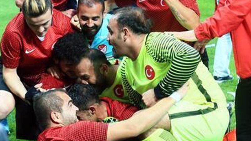 UEFA, Ampute Futbol Milli Takımı'nı kutladı