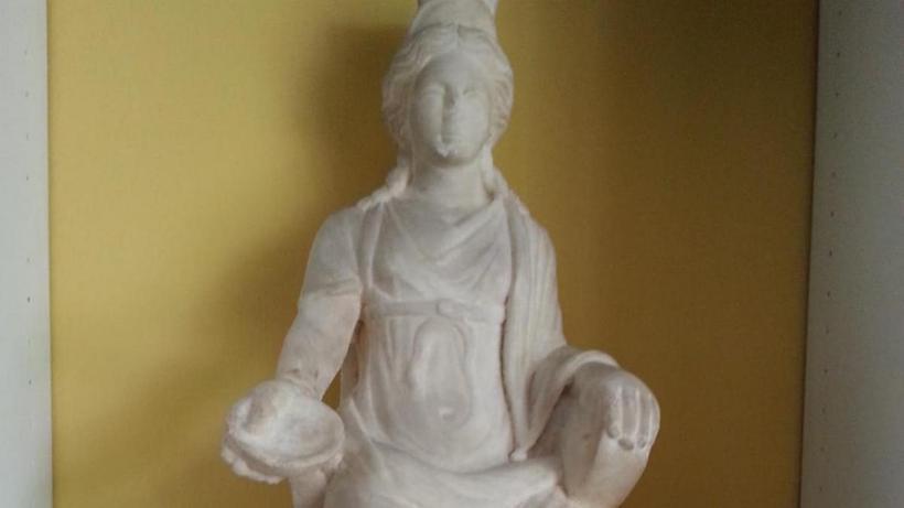 Bin 700 yıllık Kybele heykeli Türkiye'ye getirildi