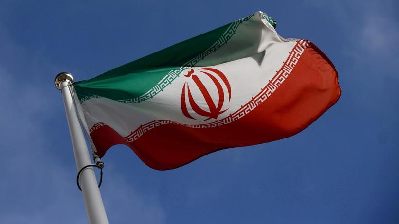 Su kesintileri protestoların devam ettiği İran'da elektrik ve internet de kesildi!