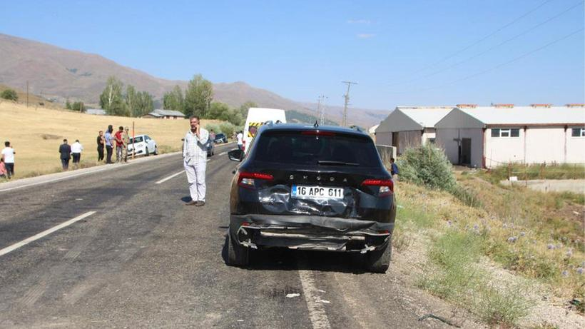 Muş'ta düğün konvoyunda zincirleme kaza: 8 yaralı
