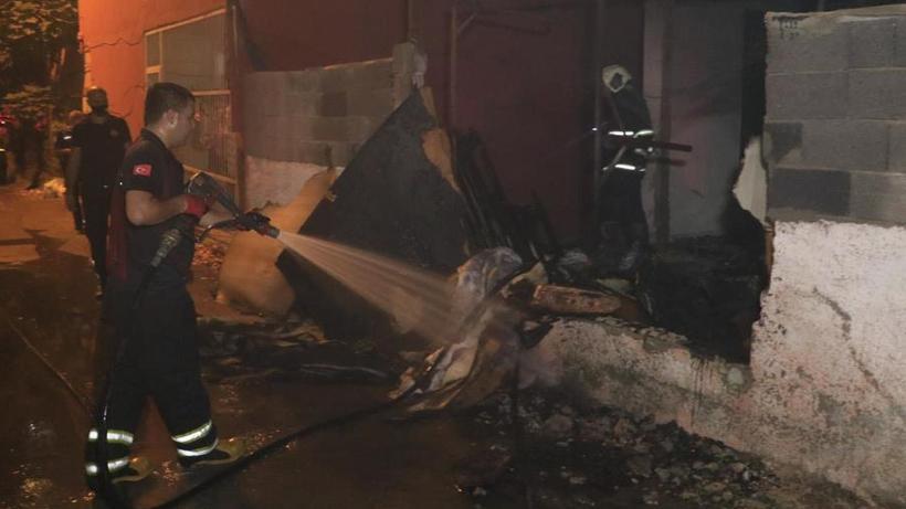 Adana'da müstakil evi benzin dökerek ateşe verdiler