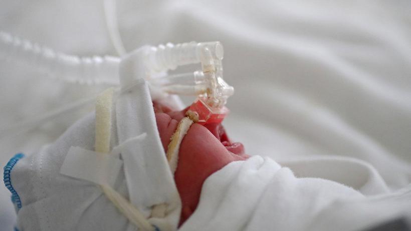 ABD'de sağlıkçılar aşı zorunluluğuna karşı istifa etti, doğum hizmetleri durduruldu