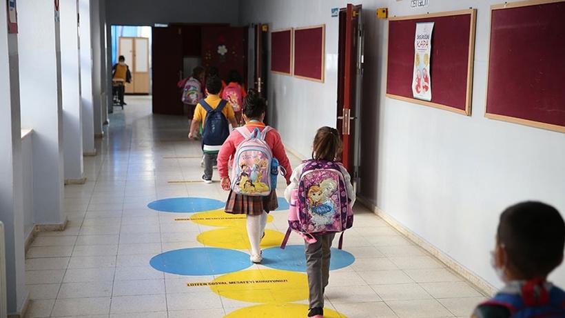 MEB'den il milli eğitim müdürlüklerine resmi yazı ile hatırlatma: Eğitim araçları öğrencilere aldırılamaz