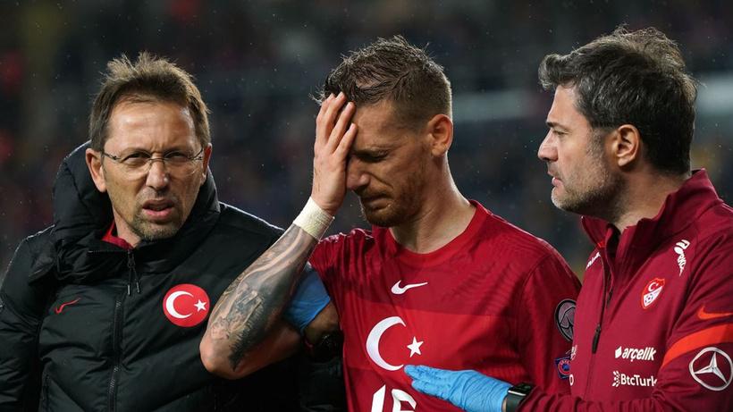 Milli maçta sakatlanan Serdar Aziz'in son hali korkuttu