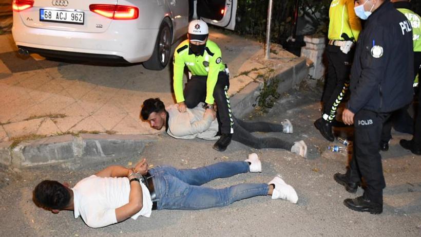 Aksaray'da polisten kaçan alkollü sürücü polisin talimatlarına direndi