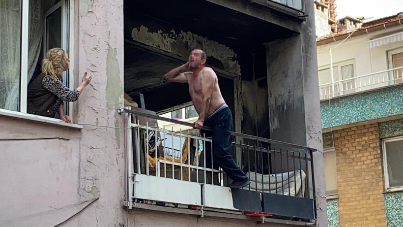 Bursa'da hareketli dakikalar... Mahalleliye küfretti, polise eşya fırlattı