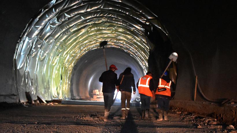 Karadeniz'i Akdeniz'e bağlayacak: Geminbeli Tüneli'nde ışığa son 250 metre kaldı
