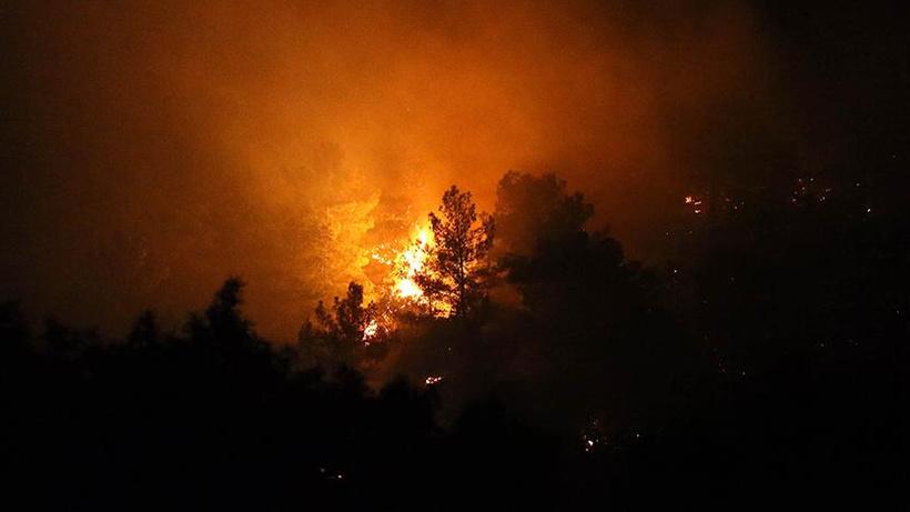 Antalya'nın Kemer ilçesinde başlayan orman yangınına müdahale ediliyor