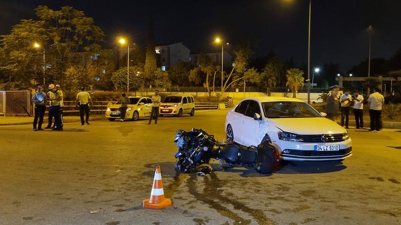 Motosikletli polis ekibi ile otomobil ile çarpıştı: 1'i ağır 2 polis yaralı