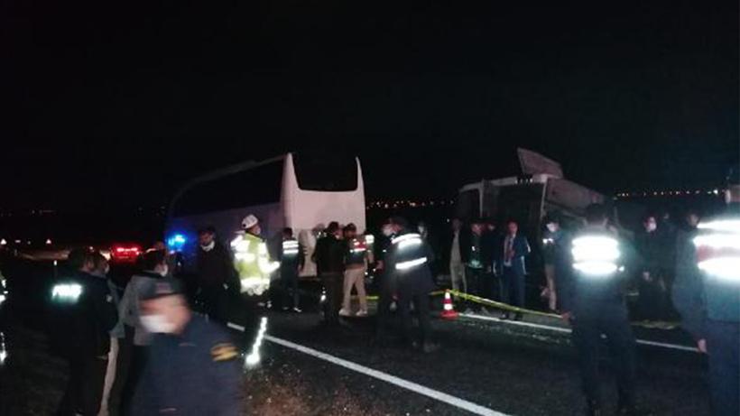 Öğrencileri taşıyan iki otobüs kaza yaptı! Çok sayıda yaralı var