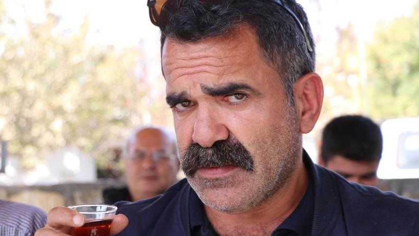 Çaycı Hüseyin rolüyle tanınan Alparslan Özmol'un babası hayatını kaybetti