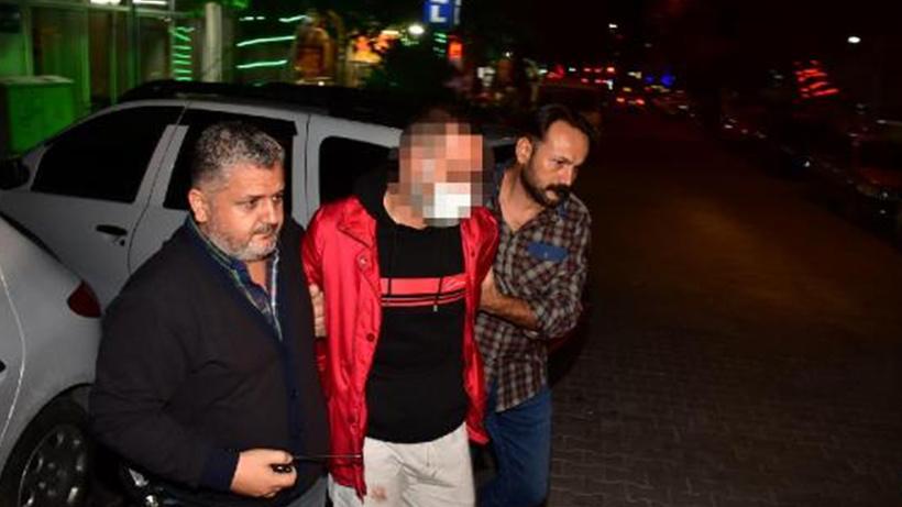İzmir'de bir şahıs sokakta karşılaştığı husumetlisini defalarca bıçakladı
