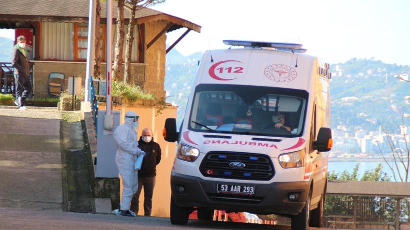 Rize'de vatandaşlara çağrı: Zorunlu olmadıkça poliklinik ve acillere başvurmayın