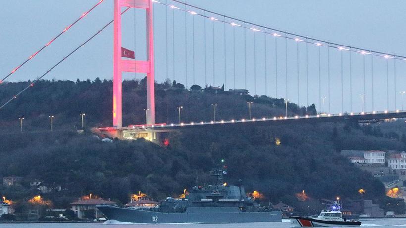İngiliz savaş gemisi, Türkiye'ye bildirimde bulundu