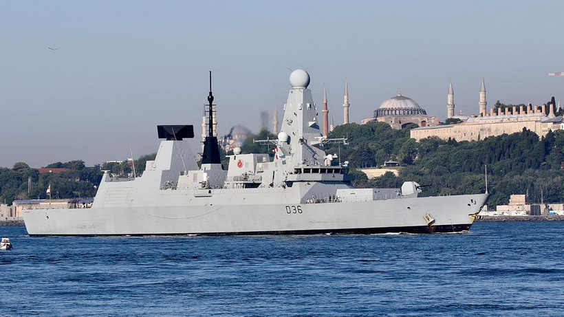 Karadeniz'de gerilim: Rusya, İngiliz savaş gemisine uyarı ateşi açtı