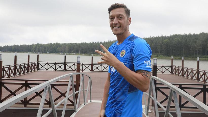 Mesut Özil'den Vitor Pereira'ya övgü dolu sözler