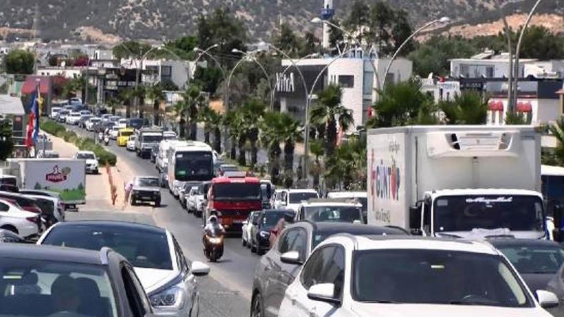 Bodrum'da tatil dönüşü yoğunluğu! 1 günde 70 bin araç çıkış yaptı