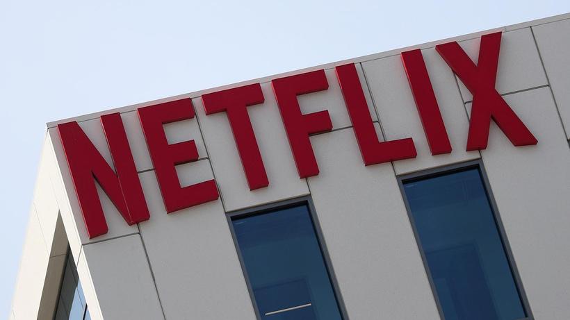 Netflix dizilerinde aşı olmayan oynayamayacak