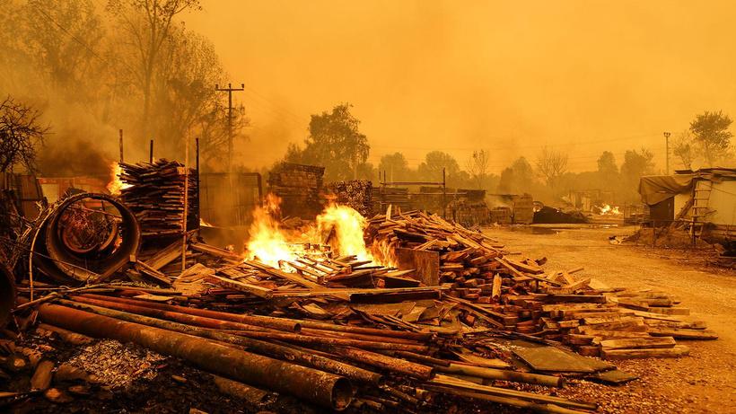 Azerbaycan'dan yangınlarla mücadele eden Türkiye'ye yardım