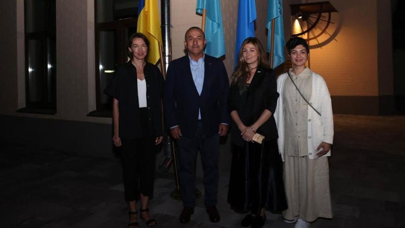 Bakan Çavuşoğlu Kırım Platformu Ulusal Ofisi'ni ziyaret etti