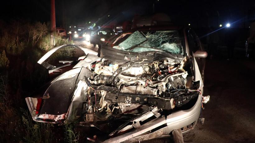 Kocaeli'de otomobil park halinde tankere çarptı! Aynı aileden 3 yaralı
