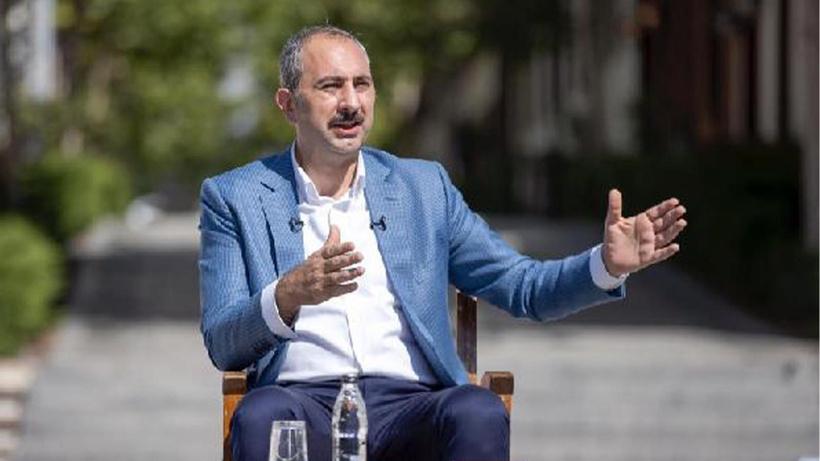 """Bakan Gül'den """"sosyal medya"""" açıklaması: Yasakçı anlayış içinde olamayız"""