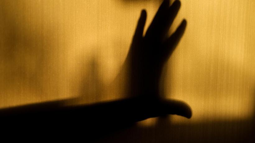 Aile dostlarının evinde tecavüze uğradı! Skandal karar: Çocuğun rızası var