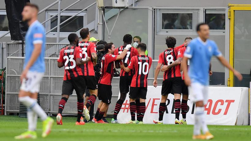 Lazio, ilk yenilgisini Milan karşısında aldı