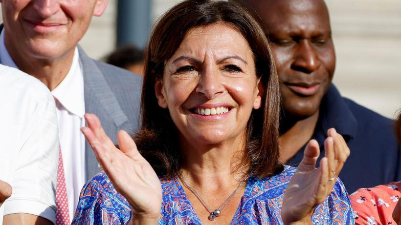 Paris Belediye Başkanı Anne Hidalgo, 2022 cumhurbaşkanlığı seçimi için adaylığını açıkladı