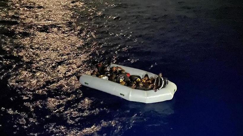 Göçmenleri geri iten Yunanistan'a AB şart koştu!