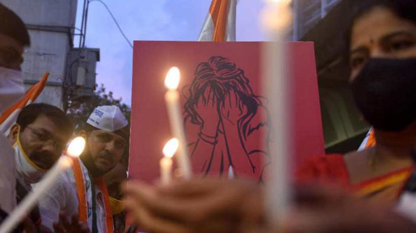 Hindistan'da tecavüze uğradığı iddia edilen kadın hayatını kaybetti