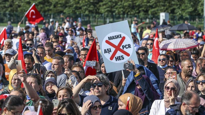 CHP'li vekilden aşı karşıtı mitinge tepki:  Aşı yaptırmayanlar yüzünden Türkiye varyantı oluşabilir