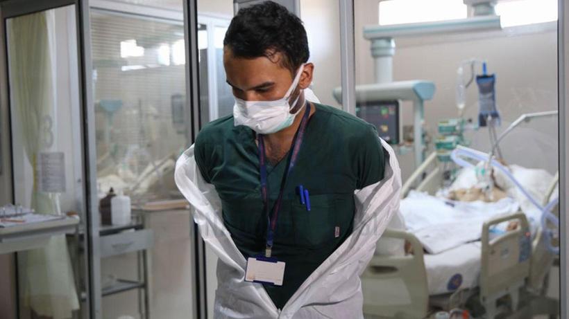 New York'ta sağlık çalışanlarına Kovid-19 aşısı zorunluluğu getiren uygulama durduruldu