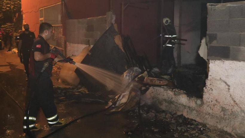 Van'da toptan gıda ve temizlik deposunda korkutan yangın