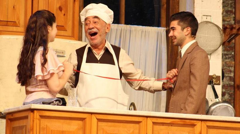Usta oyuncu Şener Şen Bandırma'da meydan tiyatrosunda sevenleriyle buluştu
