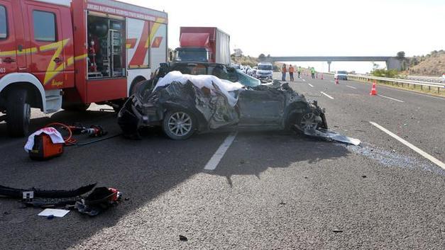 Ankara'da bir otomobilin tıra arkadan çarpması sonucu meydana gelen trafik kazasında 3 kişi öldü, 3 kişi de yaralandı. ile ilgili görsel sonucu