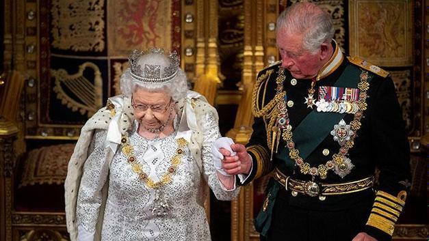 Kraliçe Elizabeth tahttan çekiliyor mu?