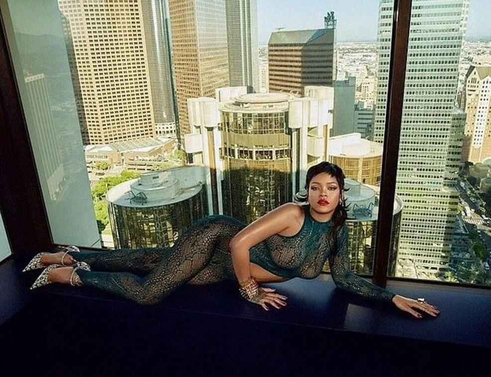 Rihanna'dan cesur iç çamaşırı koleksiyonu tanıtımı! Beğeni yağdı... - Resim: 1