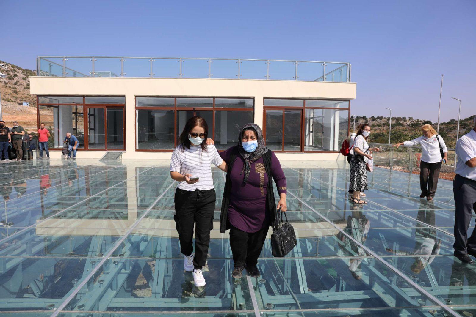 Gaziantep'de 150 metre yüksekteki cam teras ziyaretçilere açıldı! Burada yürümek cesaret ister - Resim: 1