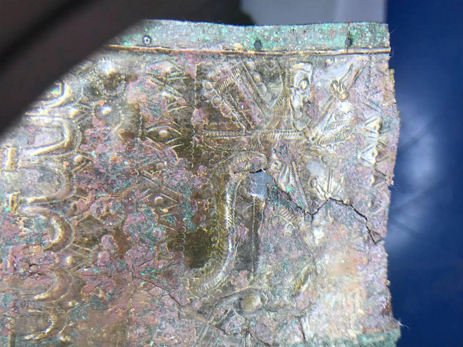Gümüşhane'nin Keltik ilçesindeki Satala Antik Kenti'nde Urartu savaşçısının bronz kemeri bulundu - Resim: 1