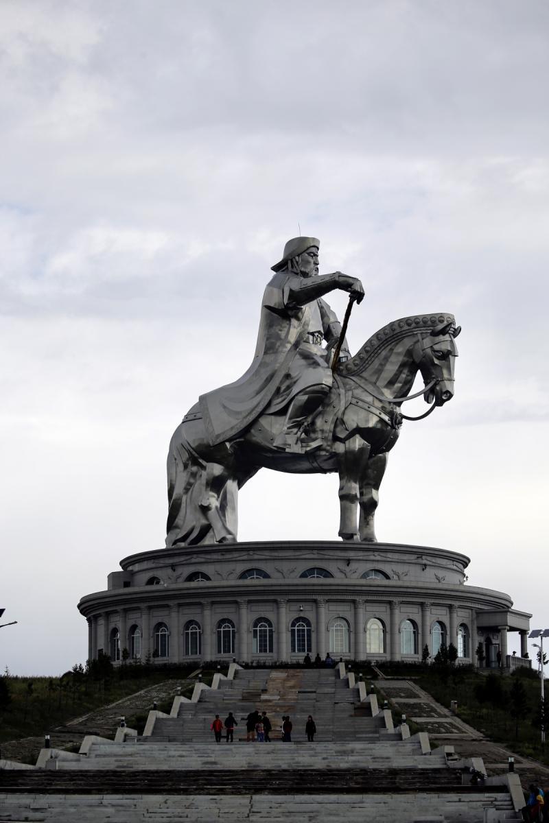 Moğol İmparatoru Cengiz Han'ın 40 metrelik heykeli ziyaretçilerden yoğun ilgi görüyor - Resim: 1
