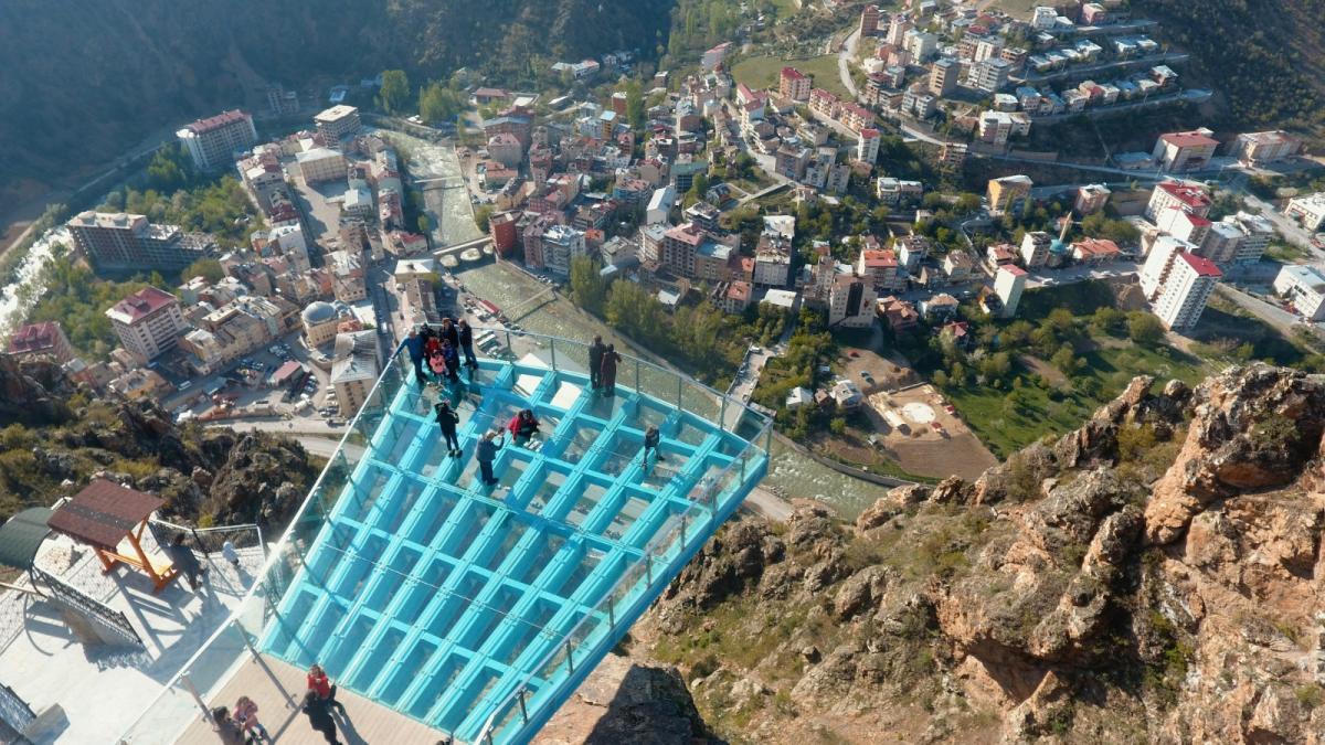 240 metrelik Torul cam seyir terası ziyaretçi akınına uğradı - Resim: 1